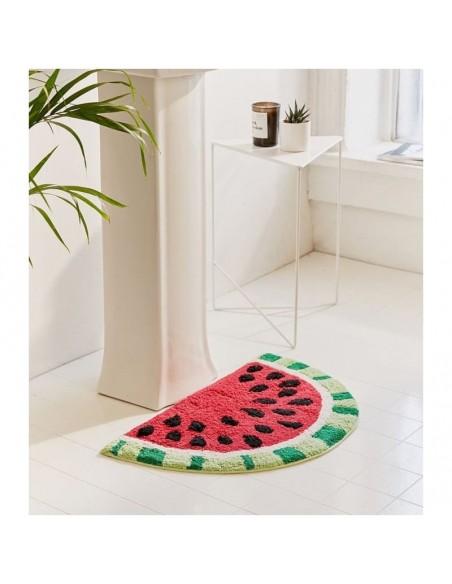 Medvilninis kilimėlis primenantis arbūzą namų interjere