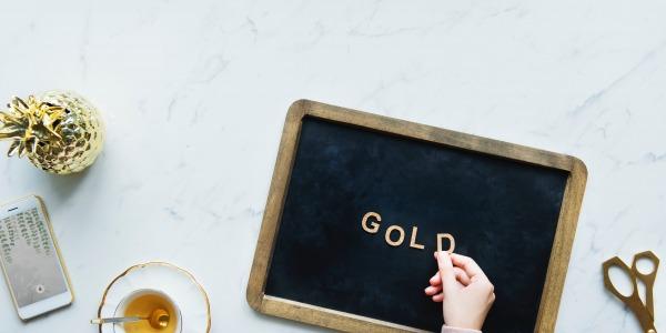 Aukso spalva interjere
